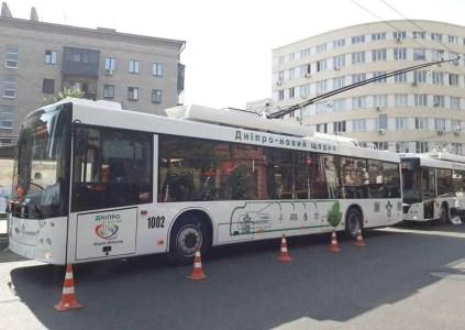 В Украине выпустили новые троллейбусы «Дніпро Т-203» с запасом автономного хода до 15-20 км