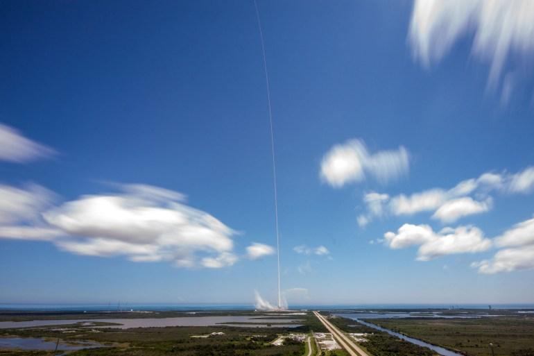 SpaceX вывела на орбиту грузовик Dragon миссии CRS-12 и вновь посадила первую ступень Falcon 9 на сушу. На МКС летит суперкомпьютер HP Enterprise