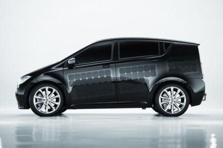 Немецкая компания Sono Motors представила электромобиль Sion стоимостью 16 тыс. евро с интегрированным в кузов солнечными панелями