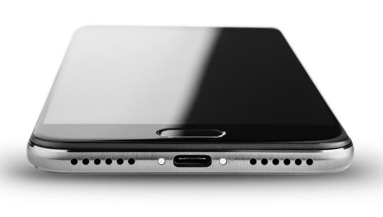 В Китае представили YotaPhone 3 с 5,5-дюймовым Super AMOLED и 5,2-дюймовым E Ink экраном, чипом Snapdragon 625 и 4 ГБ ОЗУ по цене от $360