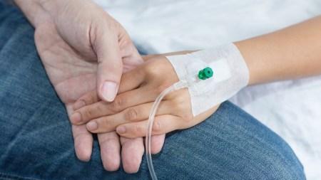 В США впервые одобрили генную терапию для борьбы с раком
