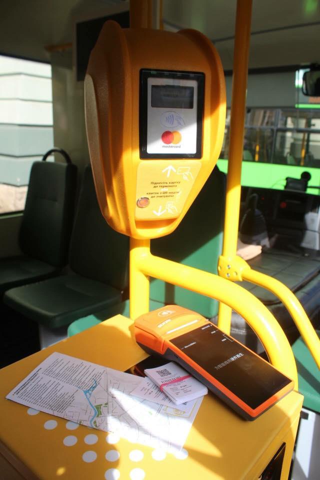 В Мукачево запустили систему бесконтактной оплаты проезда в общественном транспорте на основе платежных карт и QR-билетов