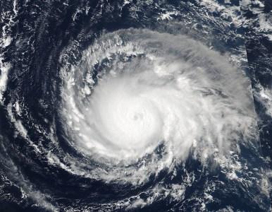 Как ураган «Ирма» усилился до высшей категории, взгляд из космоса