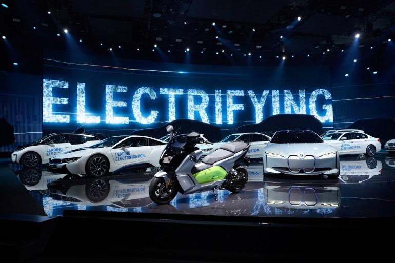 На Франкфуртском автосалоне представили концептуальный электромобиль BMW iVision Dynamics с максималкой 200 км/ч и запасом хода 600 км