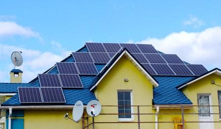 С начала года более 1200 украинских домохозяйств перешли на солнечную энергию. Абсолютным лидером выступает Киев и Киевская область