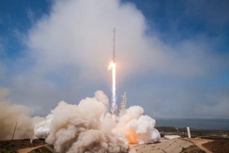SpaceX в третий раз произвела успешный запуск и посадку уже летавшей первой ступени Falcon 9