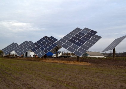 На Полтавщине предприниматель построил на своем поле солнечную электростанцию мощностью 30 кВт с плановой окупаемостью в 5-6 лет