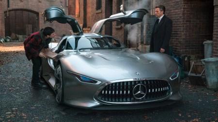 Mercedes-Benz подписал соглашение с Warner Bros. и теперь Бэтмен будет водить суперкар AMG Vision Gran Turismo, а Чудо-женщина — кабриолет E-Class