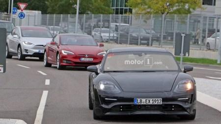 Porsche проводит дорожные испытания электромобиля Mission E (первые «живые» фото), используя для сравнения Tesla Model S и X