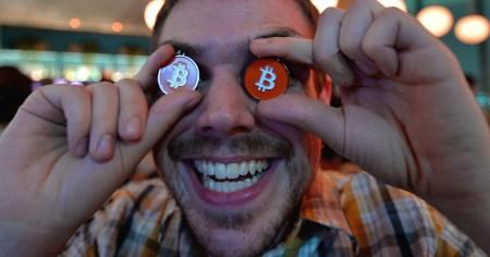 Стоимость Bitcoin преодолела рубеж в $9000