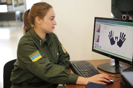 Госпогранслужба Украины представила систему фиксации биометрических данных иностранцев, которая заработает с 1 января 2018 года
