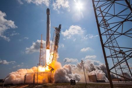 Обновлено: Последний (восемнадцатый) запуск ракеты SpaceX Falcon 9 в этом году, он — «невозвратный»