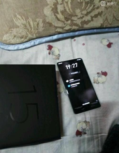 """Первые """"живые"""" фото смартфона Meizu 15 Plus: минимальные рамки по трем сторонам, сканер отпечатков на фронтальной панели и стоимость от $450"""