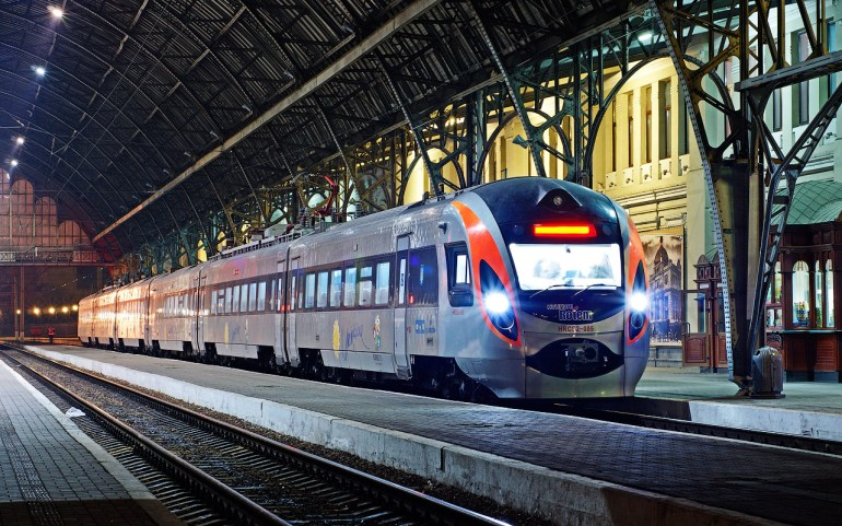 «Укрзалізниця» уже перевезла больше пассажиров, чем за весь 2016 год, представила новый график движения, а в следующем году начнет продавать билеты на международные поезда в онлайне и обновит более 300 вагонов