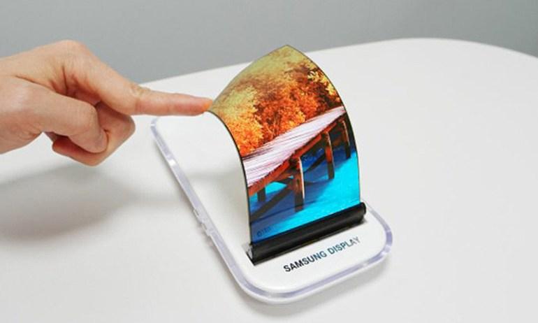 Business Korea: Samsung Galaxy X выйдет на рынок уже в 2018 году, а смартфон Apple с гибким экраном LG - не раньше 2019 года