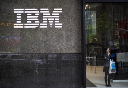 IBM впервые с 2012 года показала рост выручки, но инвесторов это не порадовало и акции компании подешевели