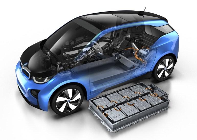 """""""Кто больше?"""": BMW обещает, что серийная версия электромобиля iNext поступит в продажу в 2021 году с запасом хода 700 км"""