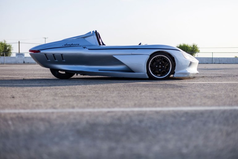 Стартап Ampere Motor создал трёхколёсный электромобиль One с запасом хода 160 км и ценой в $10 тыс.