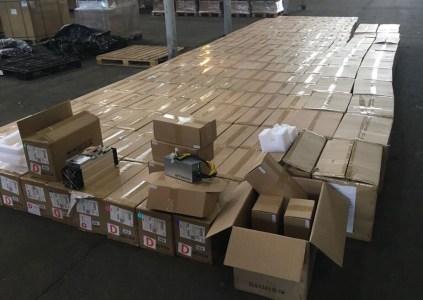 В «Борисполе» задержали 200 единиц оборудования для майнинга, которое пытались ввезти в Украину по заниженной стоимости