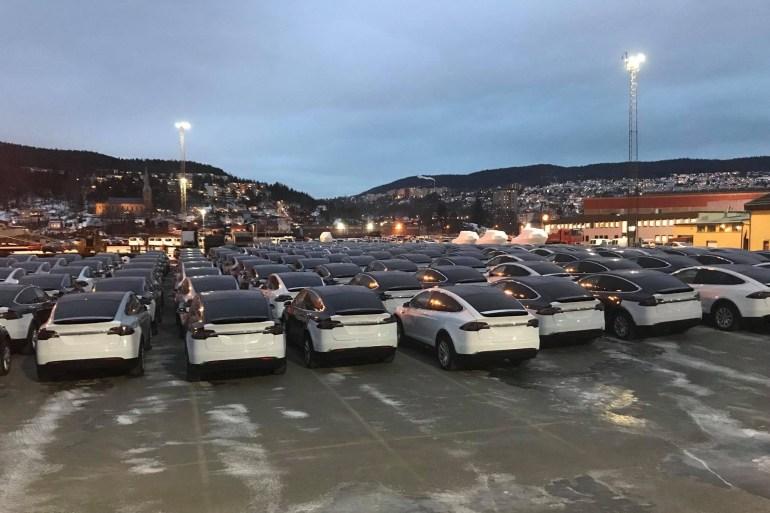 """""""Каждый второй - электромобиль или гибрид"""": В декабре 52% покупателей автомобилей в Норвегии выбрали электрические модели, тот же показатель за весь 2017 год составил 39%"""