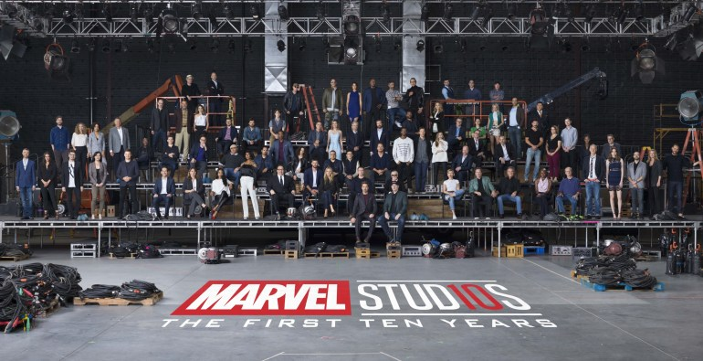 В честь 10-летия киновселенной Marvel Cinematic Universe студия собрала 80 актеров и авторов картин о супергероях на одном групповом фото [бонус - видео процесса]
