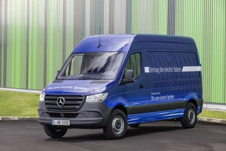 Mercedes-Benz выпустит электрическую версию коммерческого фургона eSprinter уже в следующем году