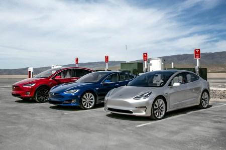 Tesla превысила отметку в 300 тыс. выпущенных электромобилей, догнав по этому показателю популярный Nissan Leaf