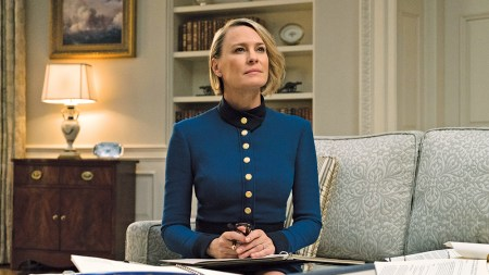 Netflix возобновил съемки «Карточного домика» с двумя новыми актерами (Дайан Лейн и Грегом Кинниром)