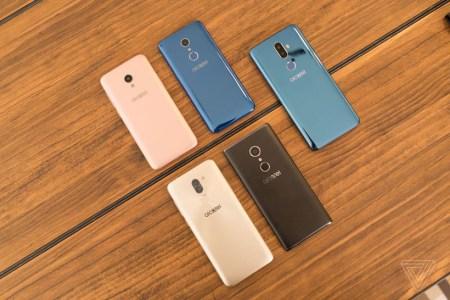 Alcatel привезла на MWC 2018 сразу пять смартфонов и два планшета