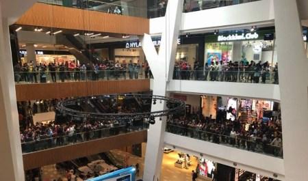 Малайзийский магазин техники Apple пообещал десять 50-долларовых iPhone 5S в рамках распродажи выставочной продукции, но столкнувшись с очередью из 11 тыс. людей все отменил