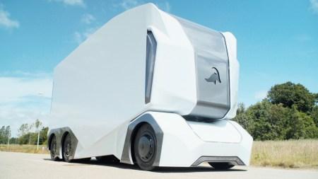 Самоуправляемые электрогрузовики Einride T-Pod начнут поставляться заказчикам уже этой осенью