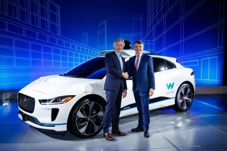 Jaguar и Waymo объявили о стратегическом партнерстве. Первые беспилотные электромобили Jaguar I-Pace выйдут на дороги в 2018 году, постепенно их количество в сервисе Waymo вырастет до 20 тыс. штук