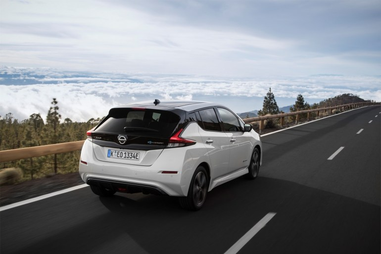 Новый Nissan Leaf стал самым быстро продаваемым электромобилем Европы - каждые 12 минут продается один экземпляр, а количество заказов превысило отметку 19 тыс.