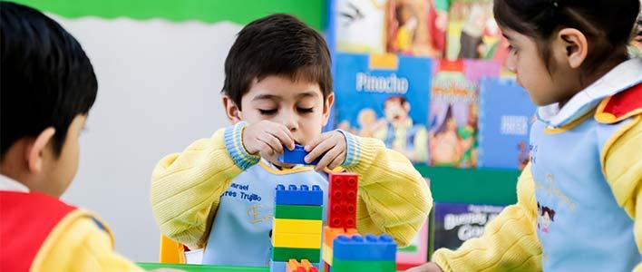 Все первые классы в Украине бесплатно получат наборы конструкторов LEGO