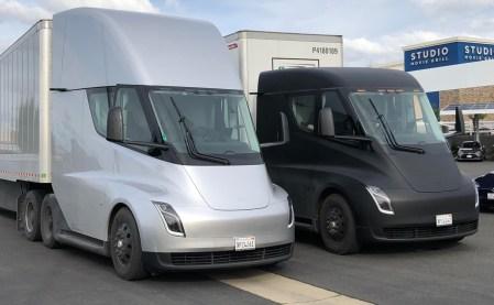 Электрогрузовики Tesla Semi впервые доставили груз с фабрики батарей Gigafactory в Неваде на сборочные линии Tesla в Калифорнии [видео]