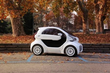 XEV и Polymaker создали первый в мире серийный электромобиль LSEV, напечатанный на 3D-принтере. Он поступит в продажу в 2019 году по цене $7500 и предложит запас хода 150 км