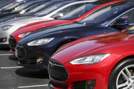 Tesla отзывает около 123 тыс. электромобилей Model S из-за проблем с усилителем рулевого колеса. Это крупнейший отзыв, но вероятность столкнутся с проблемой наименьшая