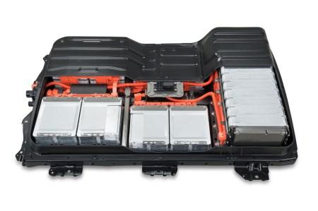 Nissan запускает в Японии программу замены батарей в старых электромобилях Nissan Leaf, предлагая на выбор «восстановленный» блок за $2850 или новый за $6200