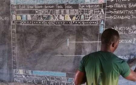 Microsoft подарит компьютер африканскому учителю информатики, рисовавшему Microsoft Word на школьной доске. Но для полноценного обучения нужно 50 машин