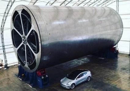 Илон Маск показал массивную оснастку для изготовления основной части корпуса сверхтяжелой ракеты SpaceX BFR