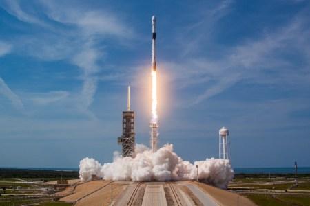 Недавно запущенная модификация Falcon 9 Block 5 не являлась окончательным вариантом для пилотируемых миссий. Ракета еще должна получить новые баки наддува высокого давления (COPV)