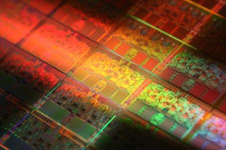 Крис Хук действительно покинул AMD ради Intel, где будет рекламировать дискретные GPU. Основой CPU Intel следующего десятилетия послужит совершенно новая архитектура Ocean Cove