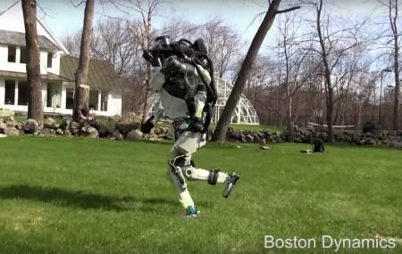 Видео дня: робот Boston Dynamics Atlas на утренней пробежке