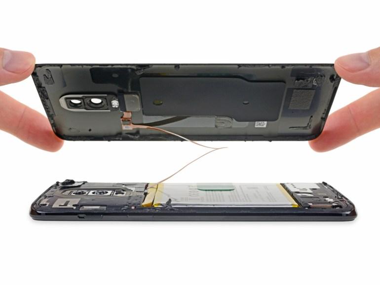 iFixit: у OnePlus 6 хорошая внутренняя компоновка и даже есть защита от воды, но его сложнее ремонтировать из-за стеклянных панелей