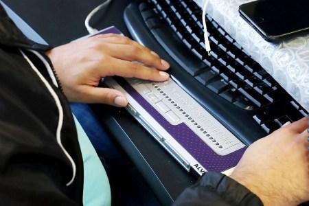Apple, Microsoft, Google и другие вместе создадут универсальный стандарт подключения устройств для работы со шрифтом Брайля