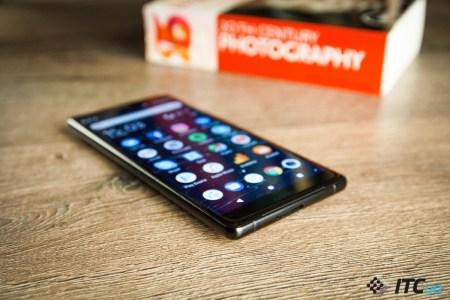 Sony утверждает, что полосы на экранах смартфонов Xperia XZ1 и XZ2 не дефект, а результат воздействия электростатики