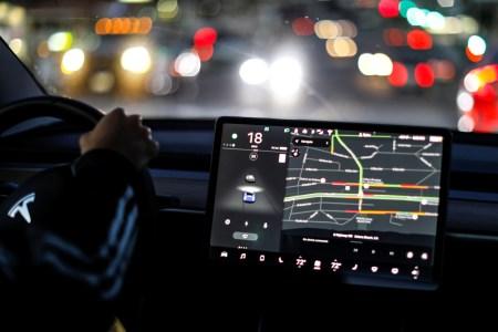 С 1 июля 2018 года владельцы электромобилей Tesla будут платить за доступ к премиальным интернет-сервисам Premium Connectivity: браузеру, стримингу, пробкам и т.д.