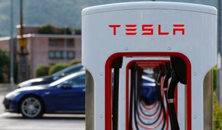 Tesla сократит 9% работников