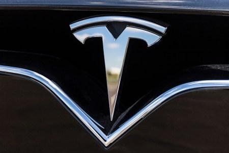 Tesla подала в суд на бывшего сотрудника, обвинив его в промышленном шпионаже и неправдивых публикациях в СМИ