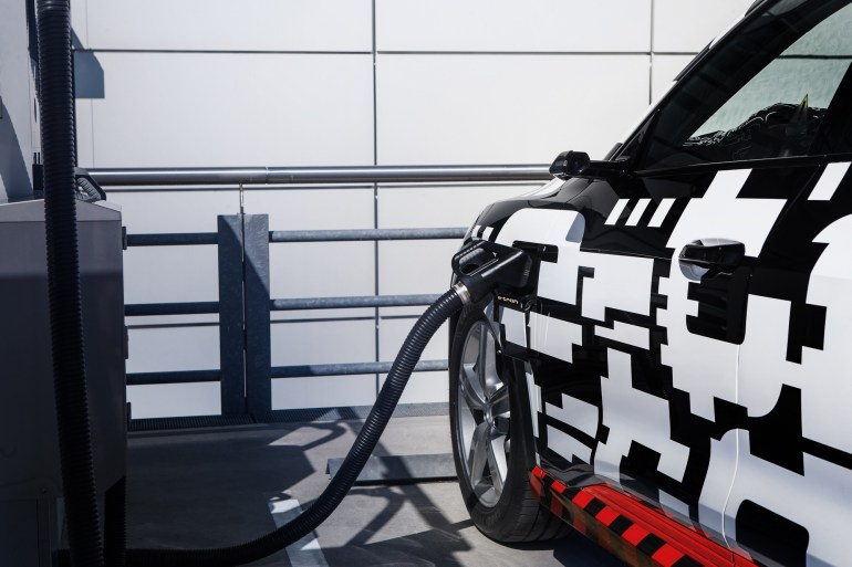Официальная презентация серийного электрокроссовера Audi e-tron пройдет 17 сентября в Сан-Франциско